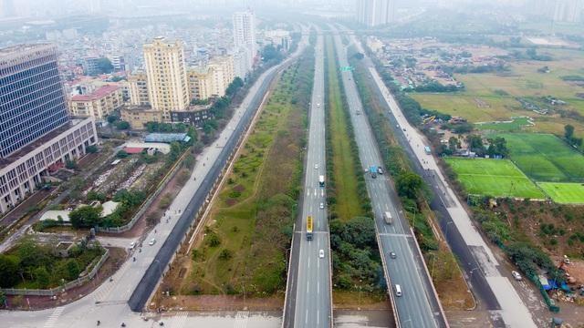 Giá đất các huyện ngoài thành Hà Nội tăng nóng nhờ thông tin sắp sửa lên quận. Trong ảnh là khu vực Đại lộ Thăng Long (Hoài Đức, Hà Nội)