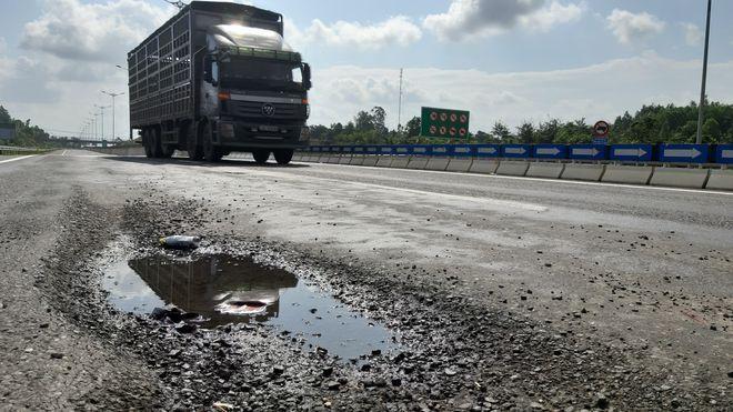 Bộ GTVT dự kiến thành lập Tổ giám định xây dựng về nguyên nhân hư hỏng một số bộ phận công trình tại Dự án đường cao tốc Đà Nẵng - Quảng Ngãi. Ảnh: Nguyễn Tú