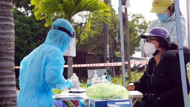 Lực lượng y tế truy vết người liên quan nữ điều dưỡng mắc COVID-19 ở Hải Phòng