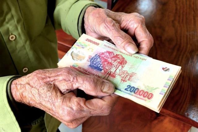 Lương hưu, trợ cấp BHXH và trợ cấp hàng tháng dự kiến tăng thêm 15% từ 1/1/2022
