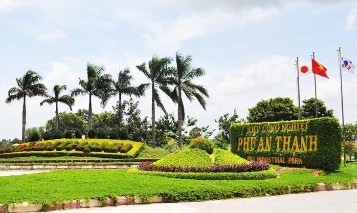 Khu công nghiệp Phú An Thạnh có quy mô dự án là 352,7511 ha tại huyện Bến Lức, tỉnh Long An
