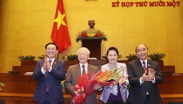 Chủ tịch Quốc hội Vương Đình Huệ và các vị lãnh đạo Đảng, Nhà nước chúc mừng Tổng Bí thư, Chủ tịch nước Nguyễn Phú Trọng. Ảnh: TTXVN