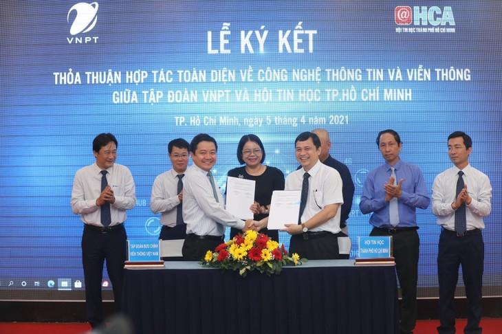 Lễ ký kết thoả thuận hợp tác giữa Tập đoàn Bưu chính Viễn thông Việt Nam và Hội tin học TP. HCM