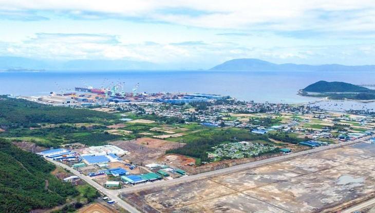 Sau thông tin quy hoạch thành lập Khu kinh tế Vân Phong, đất ở huyện Vạn Ninh và thị xã Ninh Hòa tăng hàng chục lần. Trong ảnh là một góc khu Nam Vân Phong