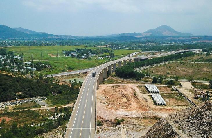 Đại diện lãnh đạo Ban Quản lý dự án đường Hồ Chí Minh cho biết, đến cuối tháng 9, Bộ GTVT, Chủ đầu tư và các đơn vị liên quan sẽ thông xe kỹ thuật Dự án cao tốc La Sơn - Túy Loan.