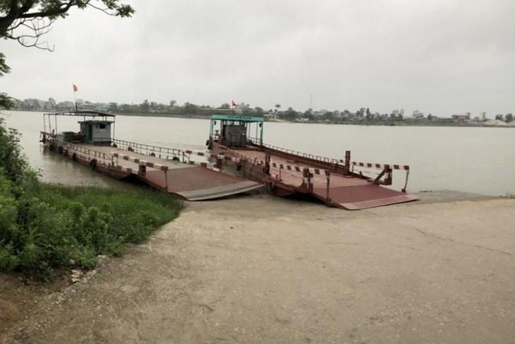Bến phà Thái Phú 2 thuộc thôn Tương Đông (xã Hồng Phong) nối huyện Vũ Thư (tỉnh Thái Bình) với xã Nam Thanh, huyện Nam Trực (tỉnh Nam Định) qua sông Hồng