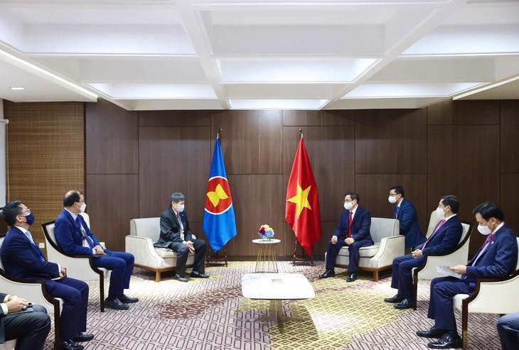 Thủ tướng Phạm Minh Chính chúc Tổng Thư ký ASEAN tiếp tục phát huy tốt vai trò điều phối, thúc đẩy các vấn đề liên trụ cột, liên ngành, góp phần nâng cao hiệu quả hoạt động thực chất của ASEAN. Ảnh: VGP