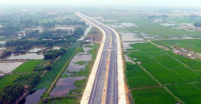 Tuyến đường nối TP Sầm Sơn đi Khu kinh tế Nghi Sơn sẽ rút ngắn thời gian đi lại của nhân dân. Ảnh: Phúc Tuấn