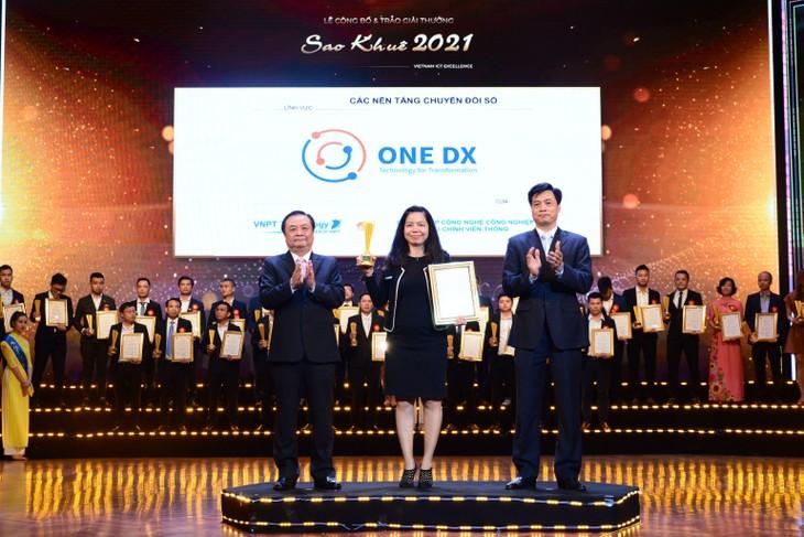 Nền tảng chuyển đổi số doanh nghiệp ONE DX của VNPT Technology đã vinh dự nhận Giải thưởng Sao Khuê 2021 dành cho Nhóm Các nền tảng Chuyển đổi số