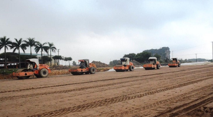 Nhà thầu thi công cao tốc Bắc-Nam đoạn tuyến Mai Sơn-Quốc lộ 45. Ảnh: Vietnam+