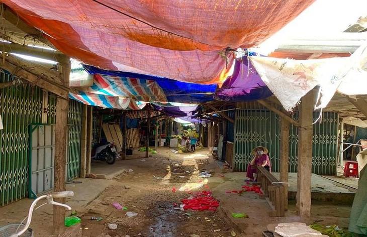 Các hàng quán ở chợ An Vĩnh, xã Tịnh Kỳ, TP. Quảng Ngãi chủ động đóng cửa sau khi có ca nhiễm COVID-19