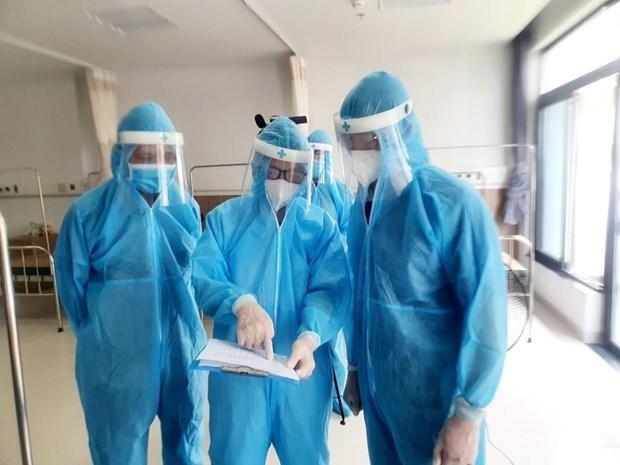 Các bác sỹ với kế hoạch phân luồng bệnh nhân. Ảnh: Vietnam+