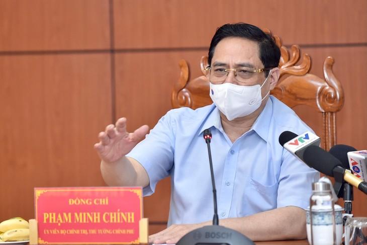 Thủ tướng Phạm Minh Chính phát biểu tại cuộc họp khẩn về phòng chống dịch COVID-19 tại đầu cầu trụ sở UBND tỉnh An Giang. Ảnh: VGP
