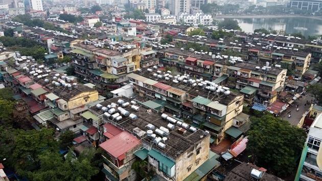 Nhiều khu chung cư cũ xuống cấp nghiêm trọng trên địa bàn thành phố cần phải cải tạo gấp.