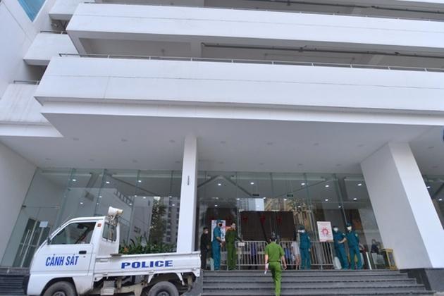 Tòa nhà Center Point ở 27 Lê Văn Lương - nơi ông Nguyễn Văn Thanh, Giám đốc Hacinco sinh sống bị phong tỏa để phòng, chống dịch Covid-19. Ảnh: Thành Trung