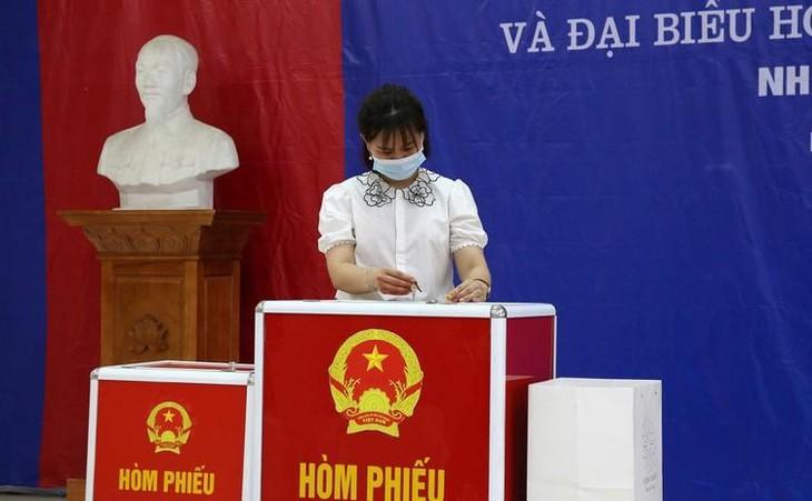Chủ tịch UBND thành phố Hà Nội yêu cầu tập trung cao độ, sẵn sàng cao nhất trong mọi tình huống và diễn biến dịch bệnh, đảm bảo tổ chức thành công cuộc bầu cử. Ảnh: Hữu Nghị