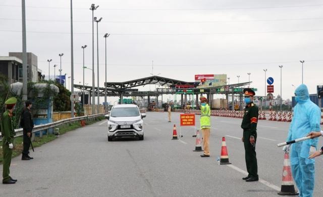Chốt kiểm soát các phương tiện ra vào tỉnh Bắc Ninh.