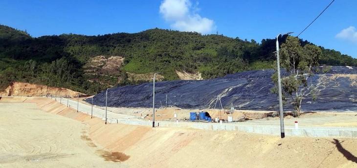 Nhà thầu đã hoàn thành cải tạo 5 hộc chứa rác hiện tại và đang triển khai thi công hộc chứa rác thứ 6 tại bãi rác Khánh Sơn.