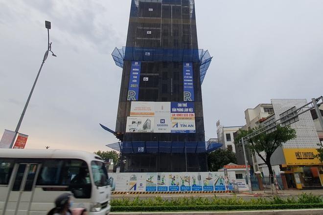 Công trình văn phòng làm việc The Summit Building trên đường Nguyễn Văn Linh. Ảnh: CTV