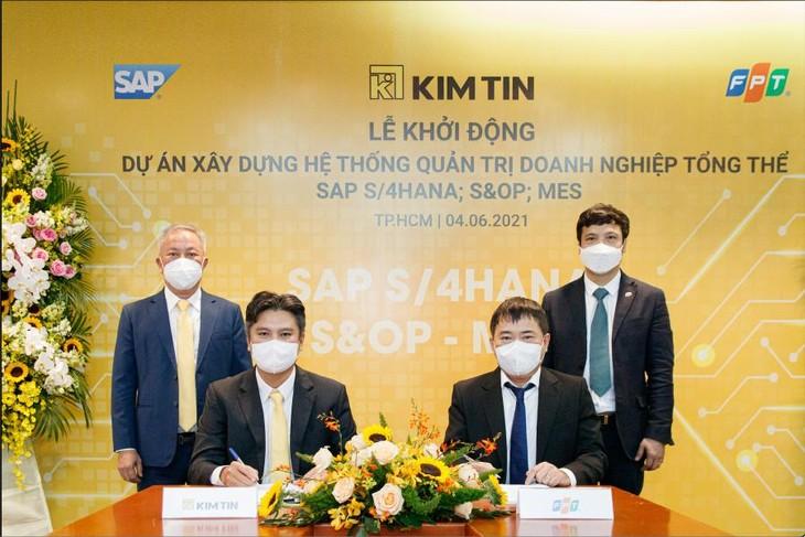 Quang cảnh lễ ký kết hợp đồng và khởi động dự án Chuyển đổi số toàn diện giữa Tập Đoàn Kim Tín và Tập đoàn FPT