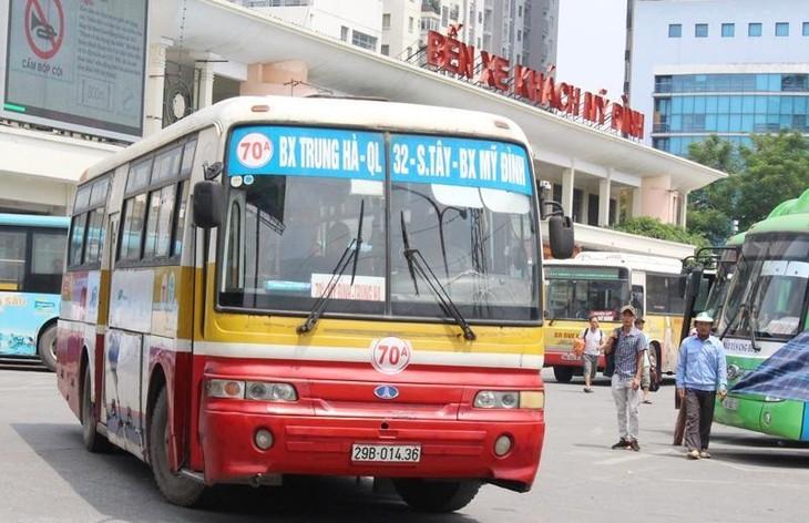 Xe buýt hoạt động tại bến xe Hà Nội