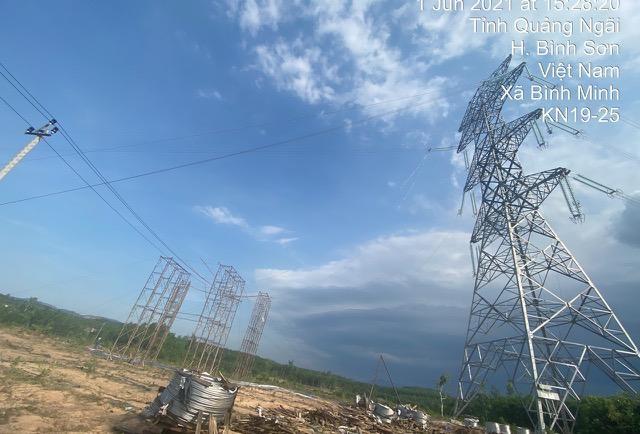 Thi công đường dây 500kV mạch 3 đoạn qua địa phận huyện Bình Sơn, tỉnh Quảng Ngãi