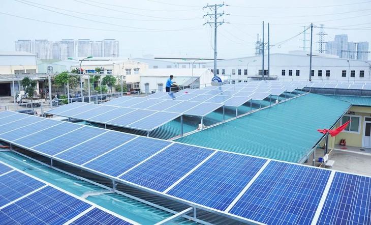 Thực tế đang có tình trạng không có lưới truyền tải khiến các dự án điện mặt trời phải cắt giảm công suất. Ảnh minh họa: Internet
