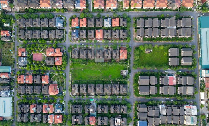 Cận cảnh hàng loạt khu biệt thự bỏ hoang nhiều năm ở ngoại thành Hà Nội