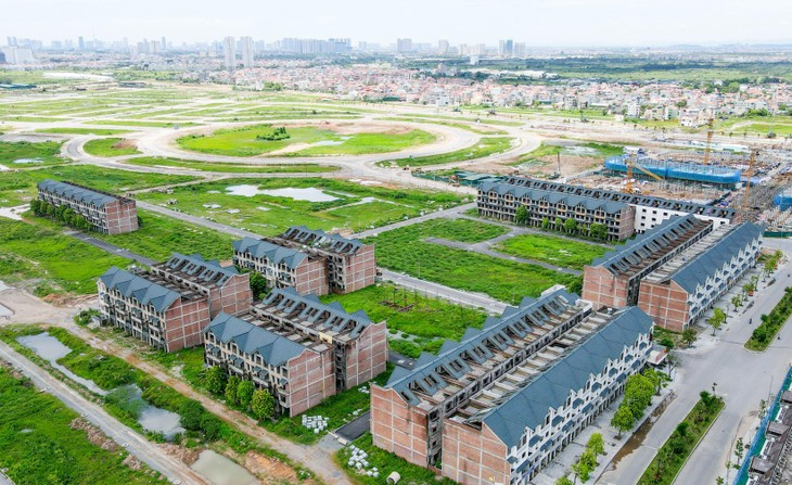 Mục sở thị hàng trăm căn biệt thự bỏ hoang, rêu mốc tại huyện Hoài Đức