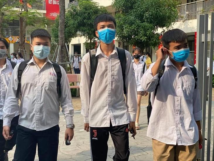 Thí sinh dự thi tốt nghiệp THPT 2020 tại Hà Nội trong bối cảnh có dịch Covid-19