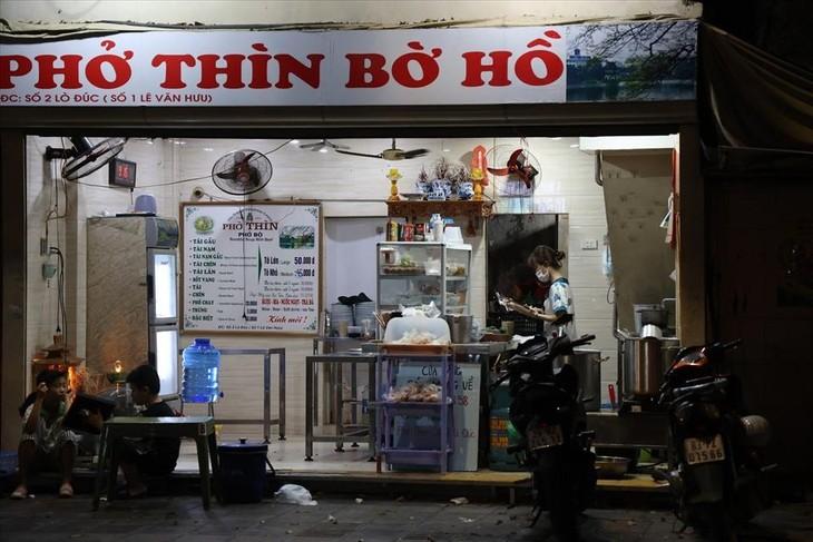 Từ 0h ngày 22/6, các hàng ăn, uống, dịch vụ cắt tóc, gội đầu trong nhà của Hà Nội được mở cửa bình thường, tuân thủ quy định phòng dịch COVID-19.