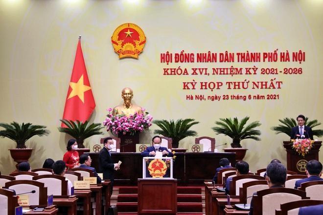 Các đại biểu bỏ phiếu bầu các chức danh HĐND TP nhiệm kỳ 2021-2026.