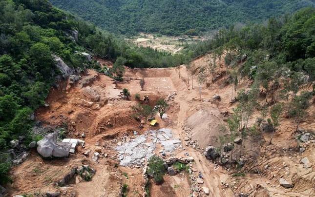 Trong 4ha đất trên núi Thị Vải bị san gạt, có tới 17.000m2 rừng phòng hộ.