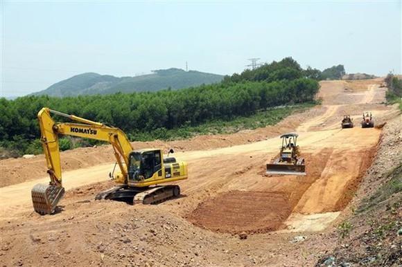 Chính phủ yêu cầu rà soát các mỏ, bảo đảm đủ vật liệu thi công cao tốc Bắc - Nam phía Đông
