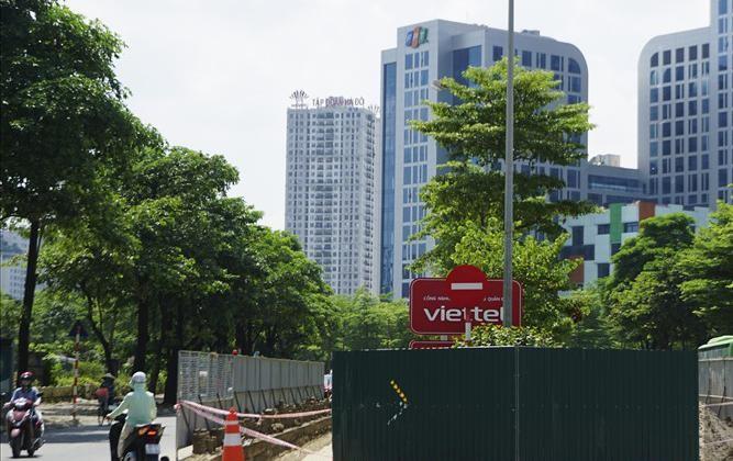 Theo kế hoạch, từ ngày 1/7 – 8/10 nhà thầu tiến hành thi công điều chỉnh kích thước dải phân cách, mở rộng mặt đường Tôn Thất Thuyết với chiều dài 600m, chiều rộng trung bình mỗi bên 3,75m.