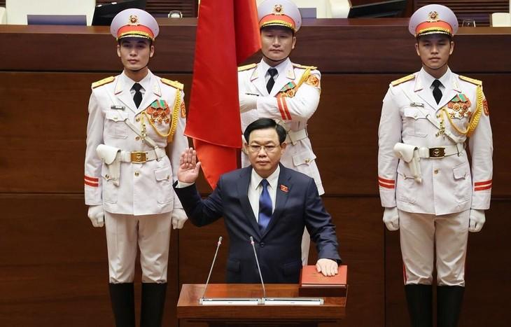 Chủ tịch Quốc hội Vương Đình Huệ tuyên thệ. Ảnh: TTXVN
