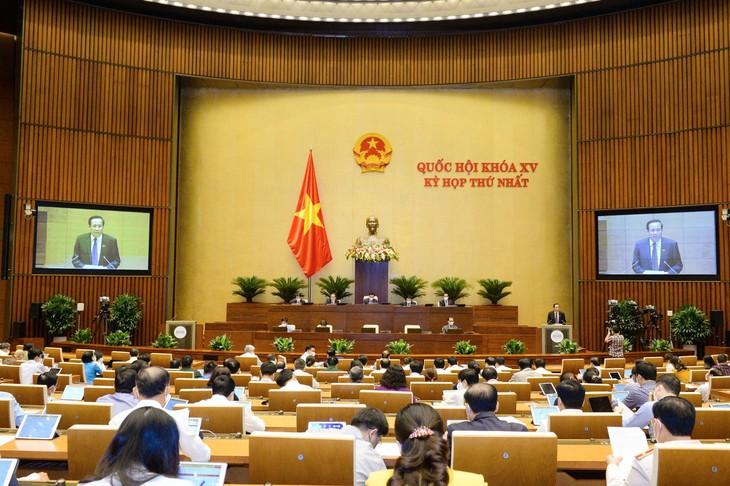 Ngày 23/7, 470/470 đại biểu Quốc hội biểu quyết thông qua Nghị quyết về cơ cấu tổ chức của Chính phủ nhiệm kỳ 2021-2026