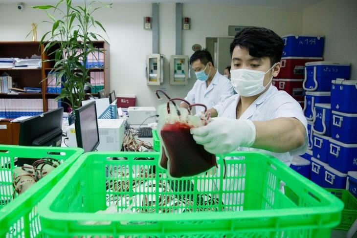 """Những đơn vị máu được """"chắt chiu"""" dành hỗ trợ cứu người bệnh, nhất là bệnh nhân COVID-19 tại điểm nóng dịch tại TP.HCM. Ảnh: BV"""