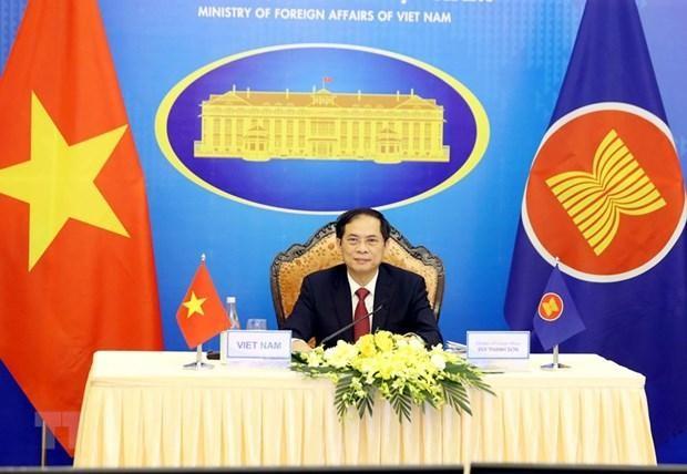 Bộ trưởng Bộ Ngoại giao Bùi Thanh Sơn tham dự Hội nghị Bộ trưởng Ngoại giao ASEAN lần thứ 54 (AMM 54) theo hình thức trực tuyến. Ảnh: TTXVN