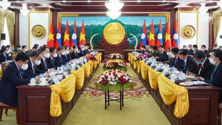 Hội đàm cấp cao Việt-Lào