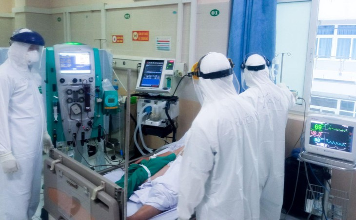 Điều trị bệnh nhân Covid-19 nặng tại Bệnh viện Đa khoa Đức Giang. Ảnh: BV
