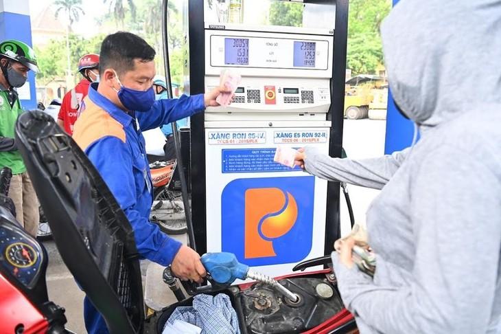 Giá xăng đã giảm xuống dưới mốc 20.000 đồng/lít
