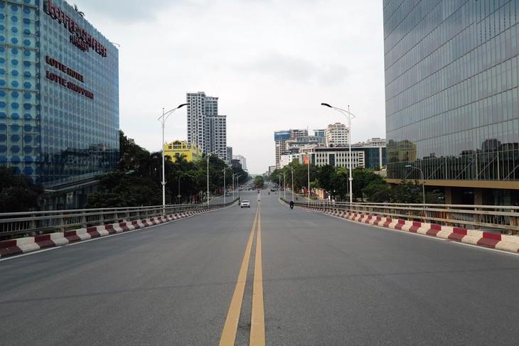 10 quận, huyện của Hà Nội tiếp tục thực hiện Chỉ thị 16 sau ngày 6/9. Ảnh: Ngọc Thành
