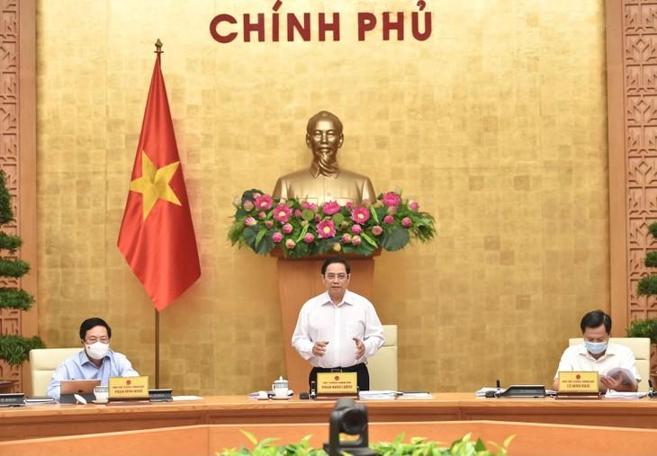 Thủ tướng yêu cầu nhanh chóng kiểm soát dịch bệnh, xây dựng kế hoạch kịch bản phục hồi và thúc đẩy kinh tế trong điều kiện mới. Ảnh: VGP