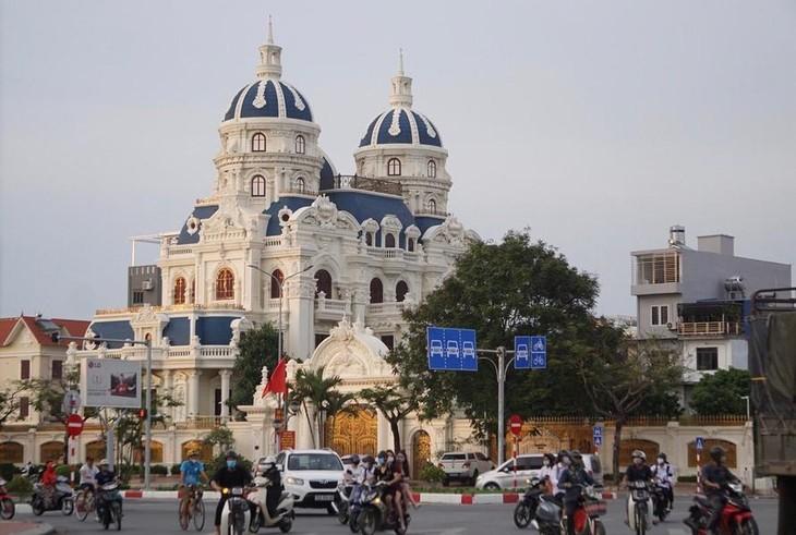 """Tòa lâu đài tráng lệ của đại gia Phát """"dầu"""" trên phố Lê Hồng Phong, TP Hải Phòng"""