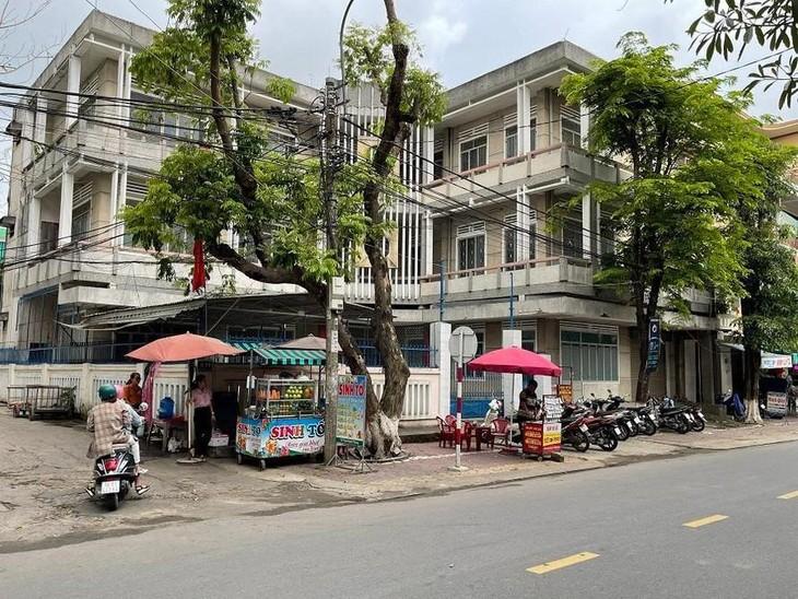 Trụ sở Công ty xổ số kiến thiết trên đường Phan Đình Phùng, TP. Quảng Ngãi khóa chặt cửa nhiều năm qua.
