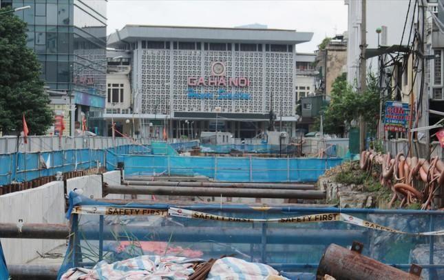 Ga ngầm S12 trước ga Trần Hưng Đạo thi công dở dang