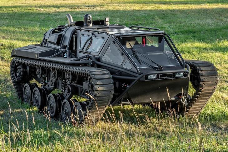 """Một mẫu xe tăng Ripsaw EV3-F4 đời 2020 """"chạy lướt"""" đang được bán đấu giá bởi Hemings Auction với số tiền khởi điểm 425.000 USD. Đồng hồ odo chỉ gần 100 km và hiện trạng của mẫu xe này còn khá tốt, tên người bán không được tiết lộ. Ảnh: Hemings Auction"""