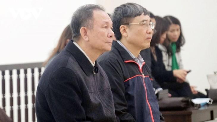 Hai bị cáo Lê Bạch Hồng và Nguyễn Huy Ban tại phiên tòa phúc thẩm hồi tháng 2/2020