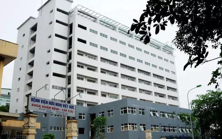 Phong tỏa một tòa nhà của Bệnh viện Việt Đức khi phát hiện 1 trường hợp dương tính với SARS-CoV-2